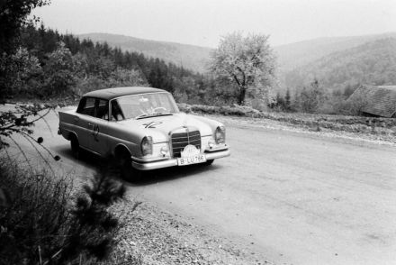 Rolf Barrenscheen i H.Linke - Mercedes Benz 220 SE.